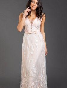 Вечернее длинное платье А-силуэта цвета пудры с глубоким декольте и вышитой сеткой