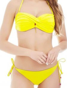 Желтый раздельный купальник бандо с push-up и трусиками на завязках фирмы Marc&Andre