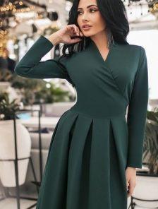 Короткое зеленое весеннее платье с запахом