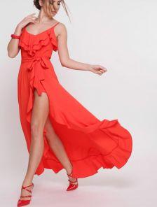 Длинное красное летнее платье с воланами с разрезом
