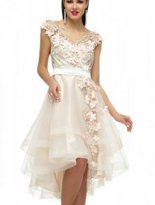 Короткое платье с фатиновой асимметричной юбкой цвета шампань с цветами