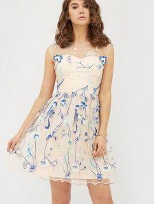 Розовое короткое платье с цветами вышивкой без рукава