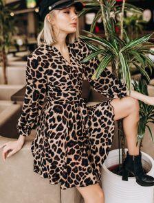 Красивое леопардовое короткое платье до колен