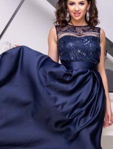 Вечернее синее длинное платье с атласной юбкой и прозрачной спиной и пайетками