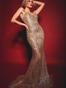 Длинное блестящее вечернее платье из сетки