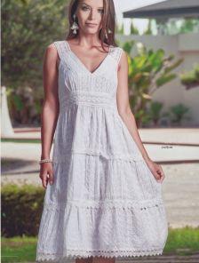 Белое хлопковое платье с пышной юбкой ниже колена
