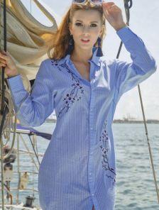 Голубое хлопковое короткое платье рубашка на пуговицах с цветочной вышивкой