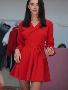 Красное мини платье с запахом и с пышной юбкой
