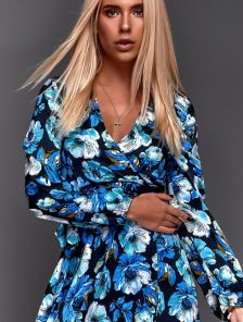Черное короткое мини платье с яркими цветами на запах