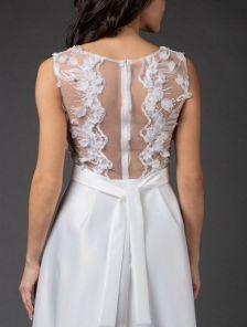 Белое нарядное длинное платье с атласной юбкой и прозрачной спиной