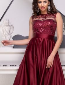 Вечернее бордовое длинное платье с атласной юбкой и прозрачной спиной и пайетками