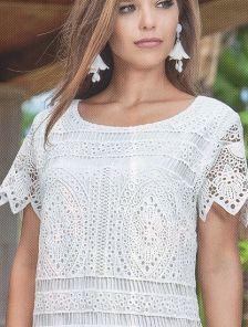 Приталеное летнее платье с коротким рукавом и перфорацией по всей длине