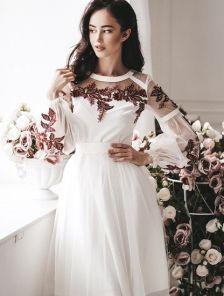 Короткое светлое коктельное платье