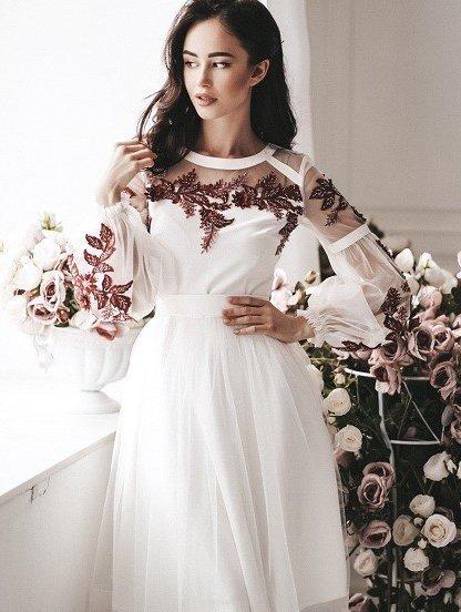Короткое светлое коктейльное платье, фото 1