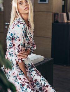 Красивое весеннее платье миди с цветами