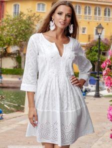 Платье туника фасона трапеция с круглым вырезом и вышивкой на груди