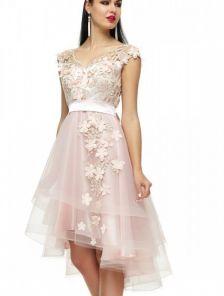 Светлое короткое платье с фатиновой асимметричной юбкой и цветами