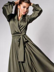 Длинное нарядное платье с пышной юбкой