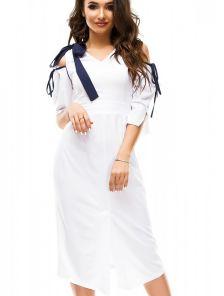 Летнее короткое белое платье футляр с разрезом спереди и открытыми плечами