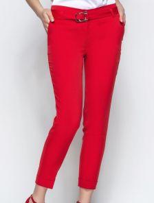 Укороченные зауженные брюки красного цвета