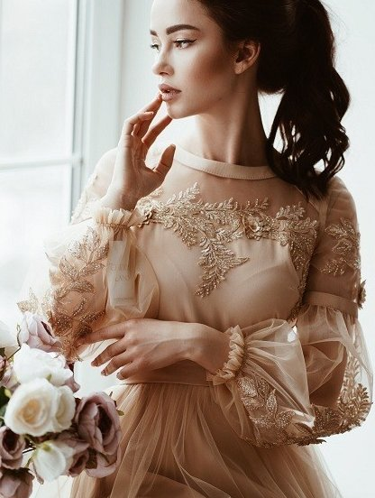 Короткое золотистое коктейльное платье, фото 1