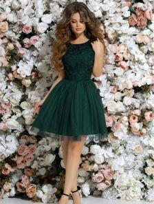 Зеленое короткое платье с пышной юбкой сеткой и цветочным принтом