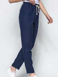 Льняные брюки синего цвета с подворотами и контрастным шнурком