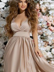 Бежевое длинное платье с пышной юбкой