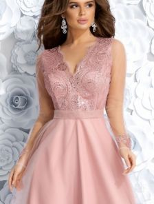 Длиннное нарядное платье из фатина с ажурном верхом
