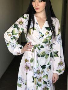 Красивое весеннее персиковое платье миди с цветами на длинный рукав
