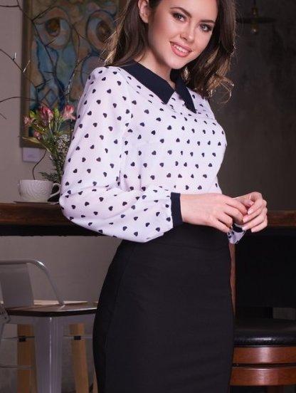 Шифоновая белая блуза с синим воротником и принтом сердечки, фото 1