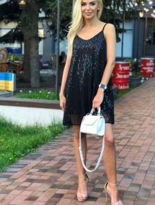 Короткое черное нарядное свободное платье в пайетки
