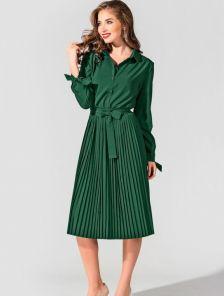Зеленое платье с плиссированной юбкой длинным рукавом и поясом