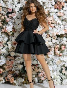 Черное короткое платье с пышной юбкой
