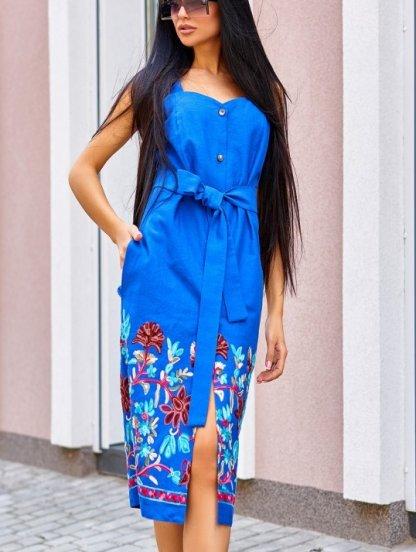 Синее платье футляр из льна длины миди с вышивкой и карманами, фото 1