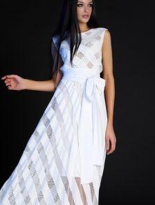 Длинное нарядное белое платье без рукавов под пояс с перфорацией