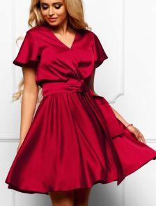 Шикарное платье цвета марсала изготовлено из дорогой ткани Армани