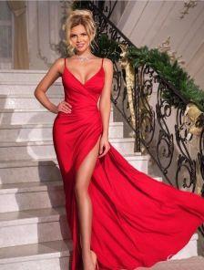Вечернее атласное красное платье с декольте