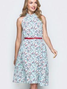 Летнее платье-трапеция на пуговице по спинке