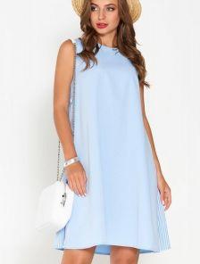 Летнее короткое голубое платье с вставками в полоску