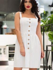 Белое короткое платье на пуговицах с карманами