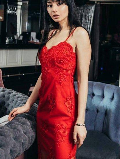 Нарядное кружевное короткое красное платье на бретелях, фото 1