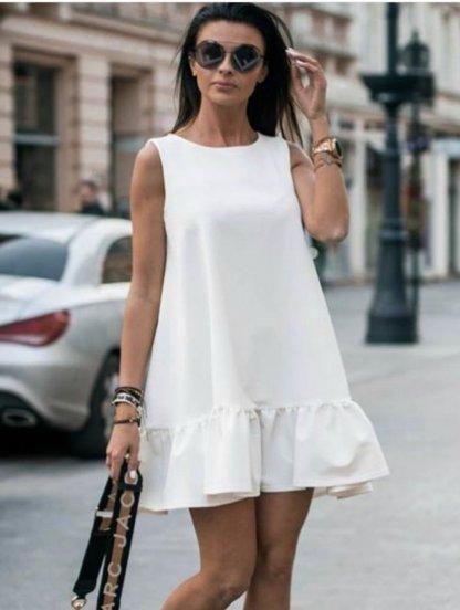 Платье свободного кроя белого цвета с оборкой под пояс, фото 1