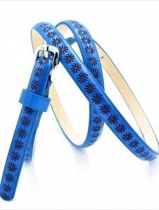 Тонкий ремень синего цвета с цветочным узором