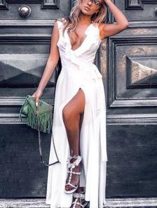 Длинное платье на запах белого цвета