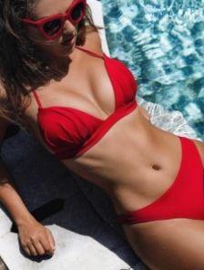 Красный раздельный купальник на тонких завязках