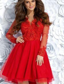 Красное коктейльное платье с рукавчиком сеткой