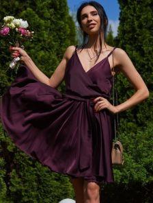 Бордовое шелковое коктейльное платье на бретелях