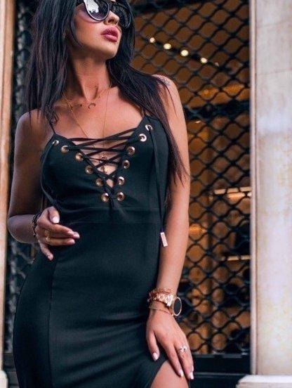 Эффектное платье на тонких бретелях с шнуровкой на груди черного цвета, фото 1