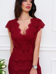 Вечернее короткое бордовое кружевное платье футляр